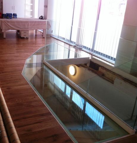 Glass floor panels gallery for Floor to ceiling glass panels